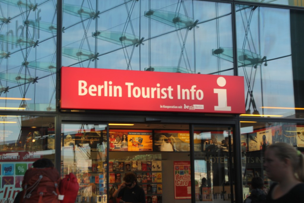 Berlin Tourist Info in Hauptbahnhof - nasza droga do