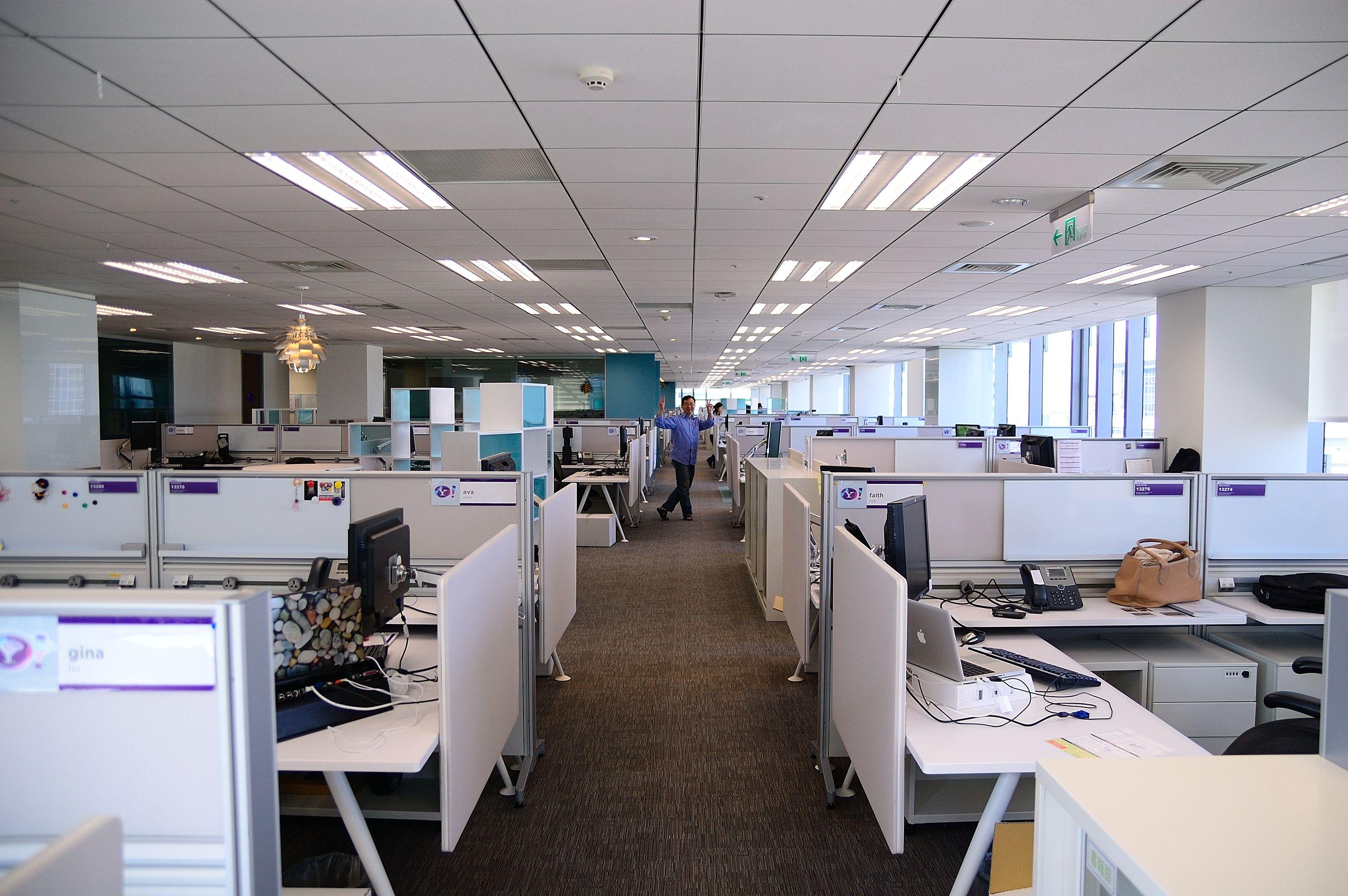 Jakie urządzenia warto znać przed aplikacją na stanowisko 'Pracownika biurowego'? - nasza droga do