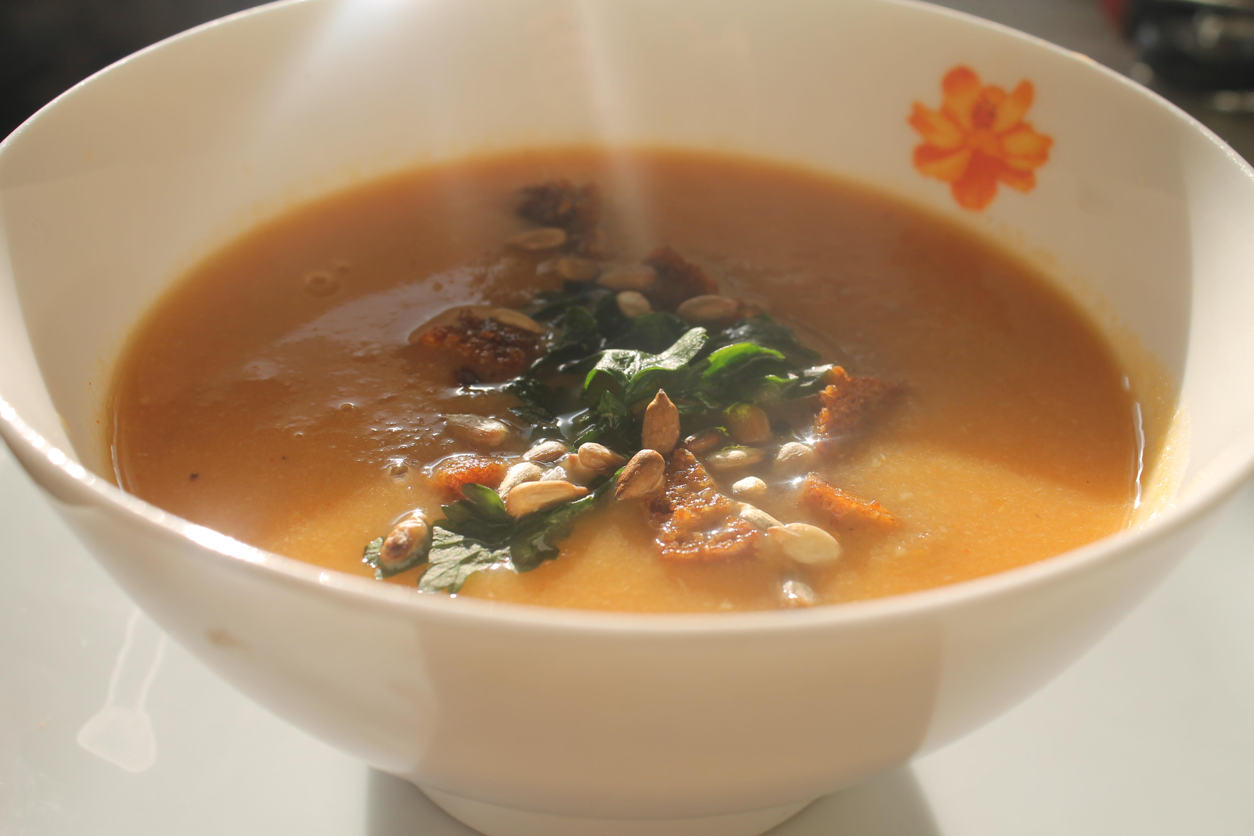 zupa z ości z grzankami
