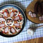 Pizza z patelni, którą robi się z przyjemnością