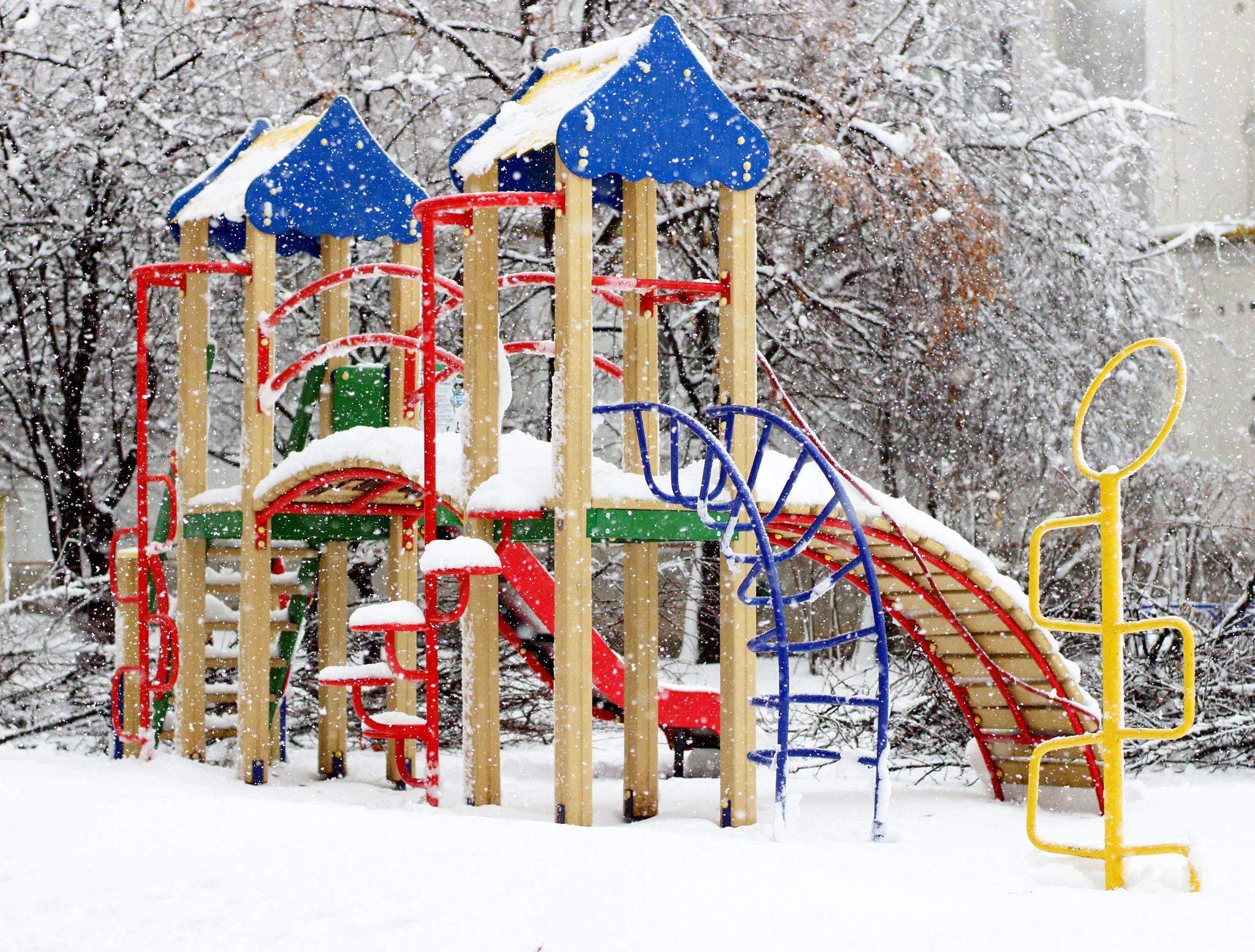 Jak ciekawie spędzić ferie zimowe w domu z dziećmi