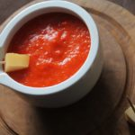 Domowy sos z papryki czerwonej. Ketchup, dip z papryki do sera, mięsa, kanapek.