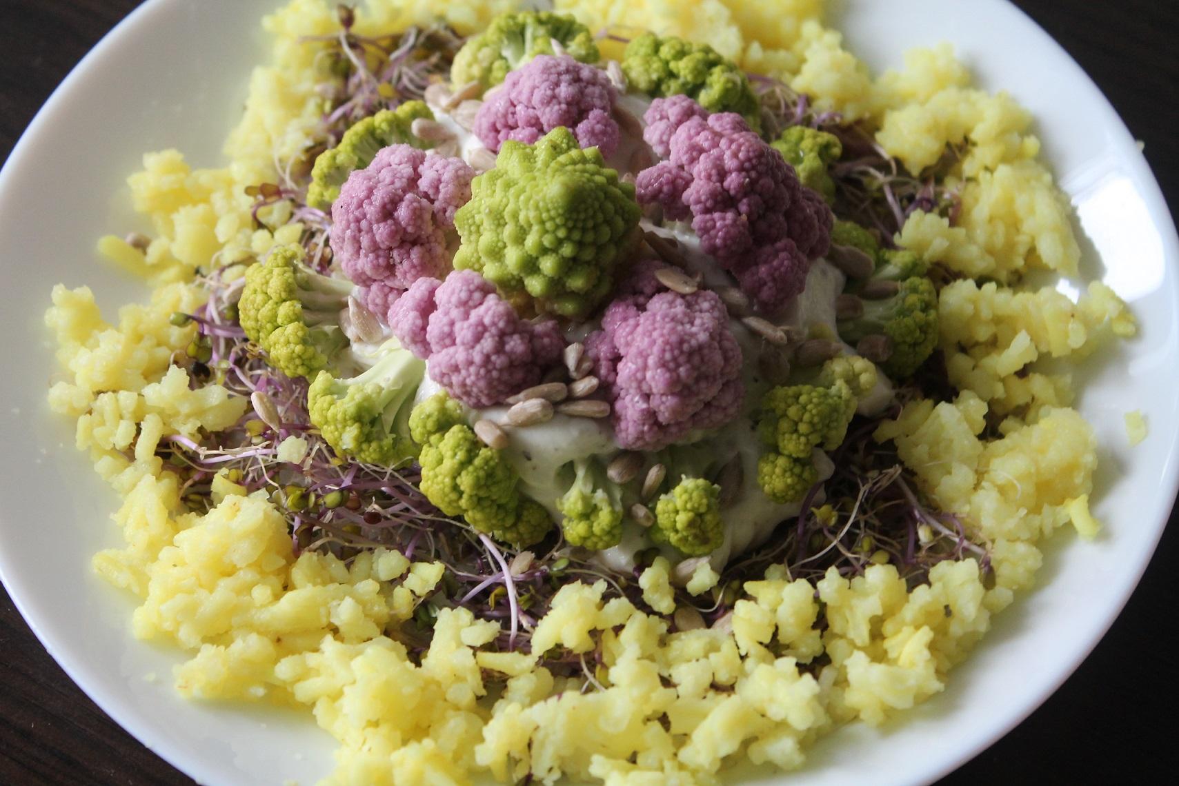 Sałatka z fioletowym i zielonym kalafiorem